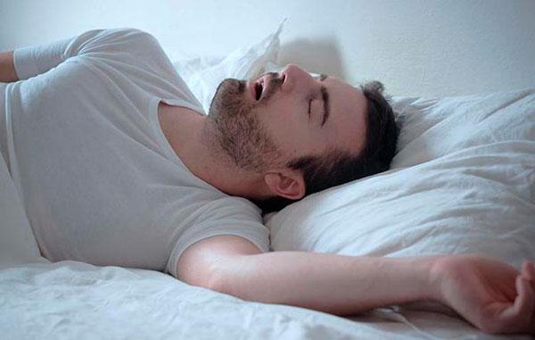 Почему человек стонет во сне