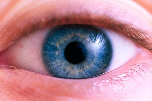 Почему краснеют глаза после сна: причины