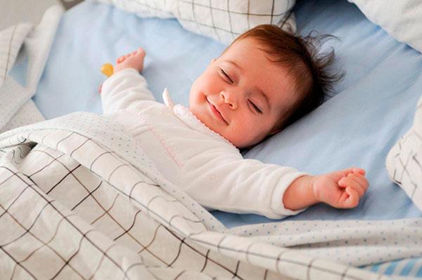Ребенок вздрагивает при засыпании и во сне — опасно это или нет?
