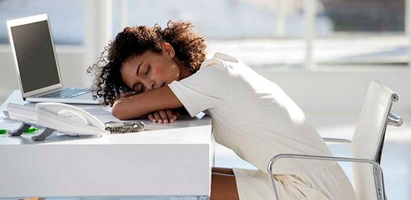 Почему человек спит сидя