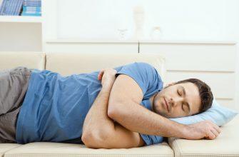 Спящий мужчина - фотография