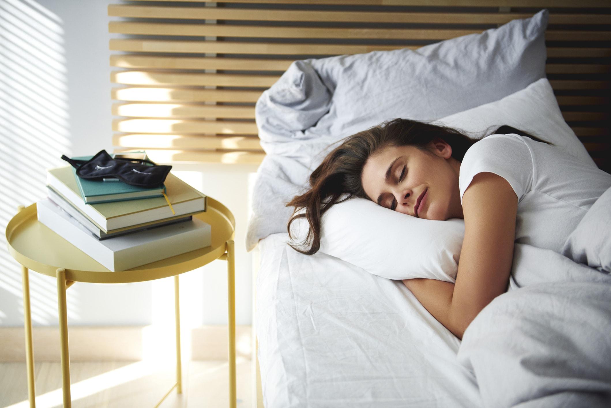 Сон на боку - фотография